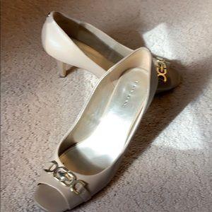 Bandolino Peep toe heels! Tan sz 10